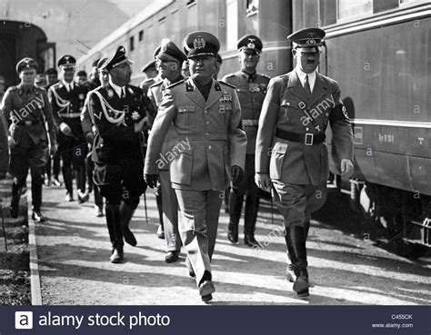 Hitler receives Mussolini in Kufstein on the occasion of