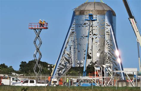 SpaceX workers cap Starship with tank dome as Raptor